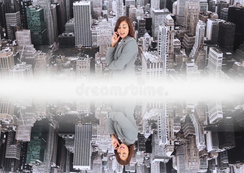 upp för sida stad ner spegeleffekt med vit blossar i mitt av två städer och kvinnan som ner ser royaltyfri illustrationer