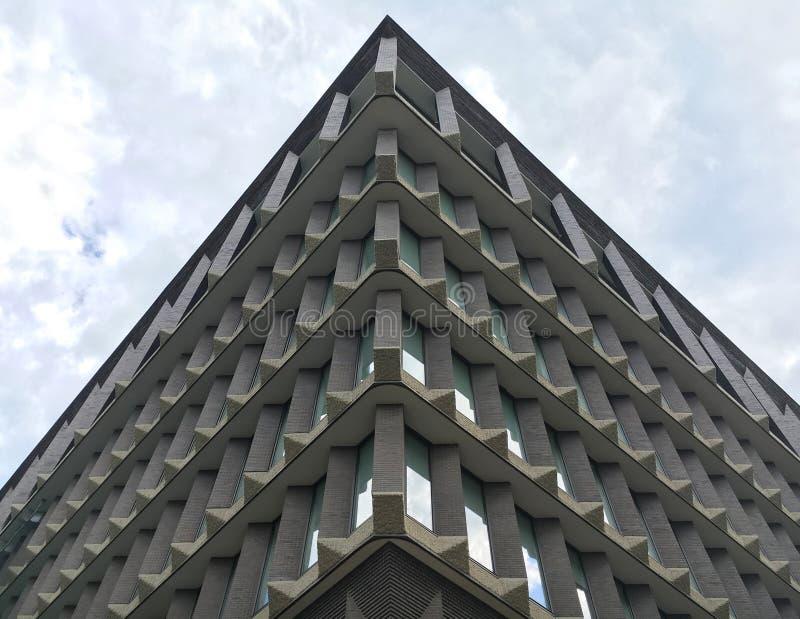 Upp sikt av en byggnad royaltyfri foto