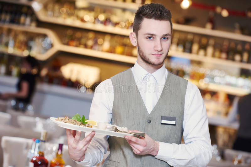 Uppassareman i restaurang arkivfoton