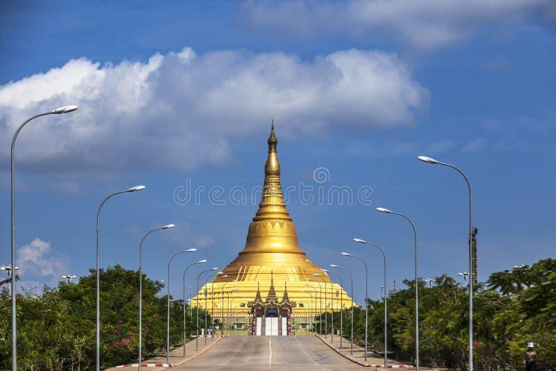 Uppatasanti塔在Naypyidaw市(反对Pyi Taw),缅甸(缅甸)首都。 免版税库存图片