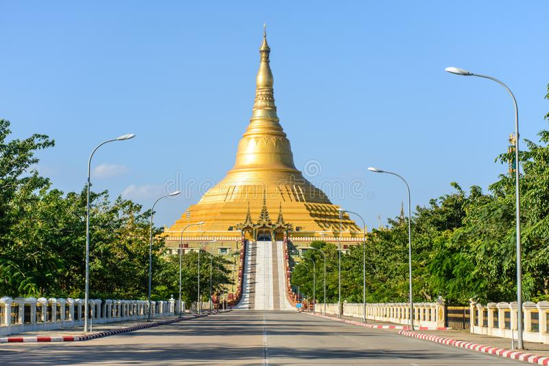 Uppatasanti塔,反对Pyi Taw,缅甸 库存照片