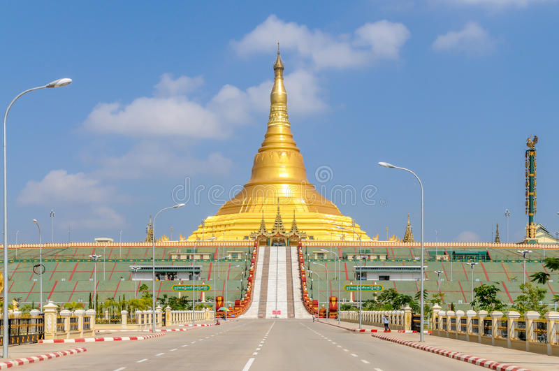 Uppatasanti pagod - Nay Pyi Taw arkivbilder