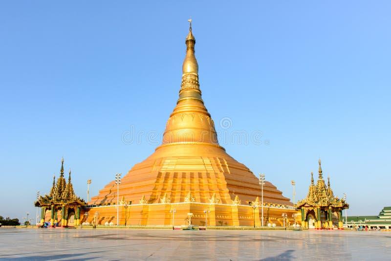 Uppatasanti pagod, Nay Pyi Taw, Myanmar royaltyfria bilder
