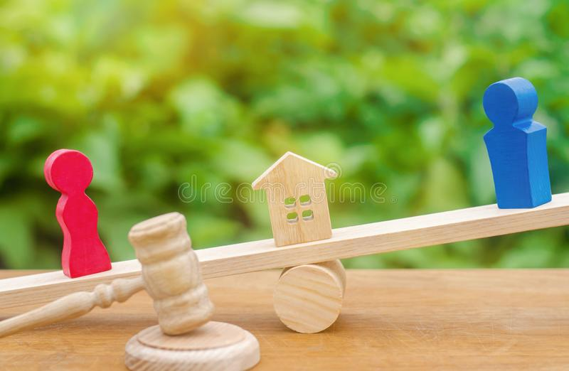 Uppdelning av egenskapen vid lagligt betyder förklaring av äganderätten arkivfoto