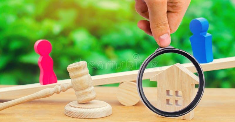 Uppdelning av egenskapen vid lagligt betyder förklaring av äganderätten royaltyfria bilder