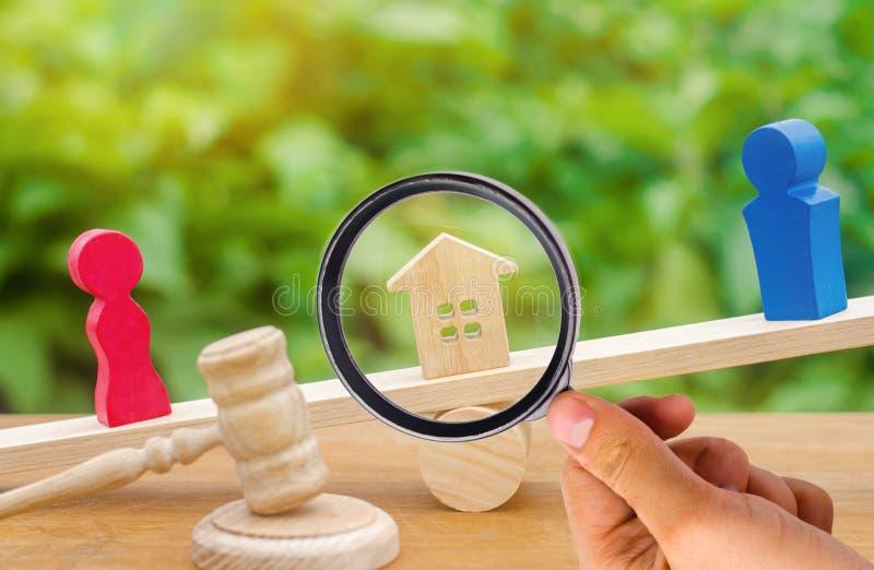 Uppdelning av egenskapen vid lagligt betyder förklaring av äganderätten royaltyfri bild