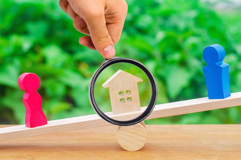 Uppdelning av egenskapen vid lagligt betyder förklaring av äganderätten royaltyfri foto