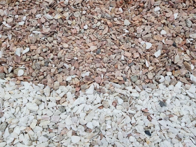 Uppdelning av utrymmen av stenfärger, kaffe och grå färger med vita stenar royaltyfri foto