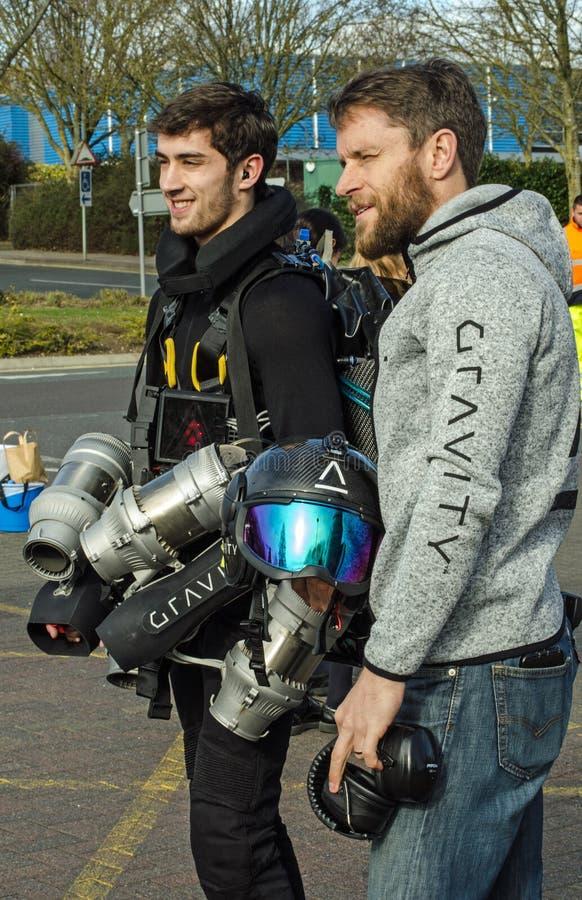Uppfinnare Richard Browning med strålpiloten Ryan Hopgood fotografering för bildbyråer
