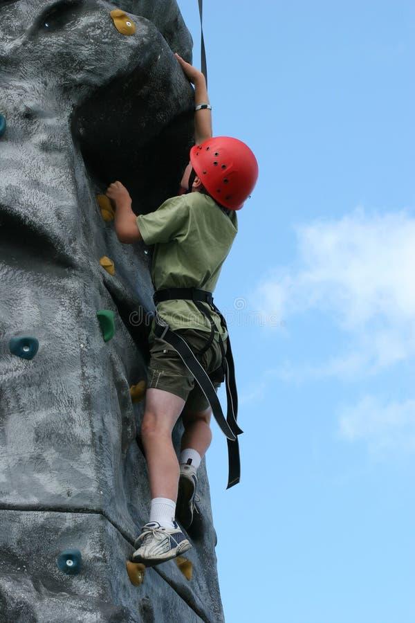 Download Uppfordran klättring fotografering för bildbyråer. Bild av beslutsamhet - 505565