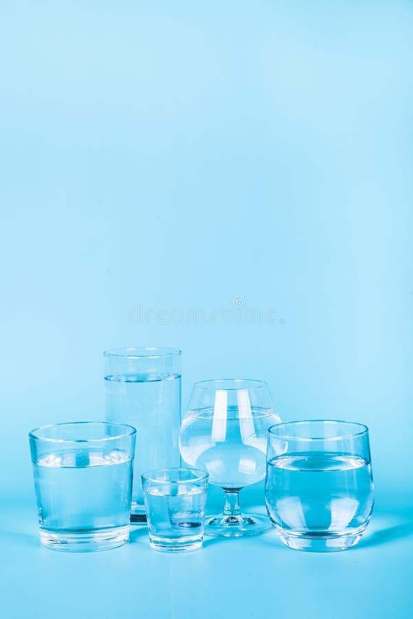 Uppfriskande kallt vatten arkivfoto
