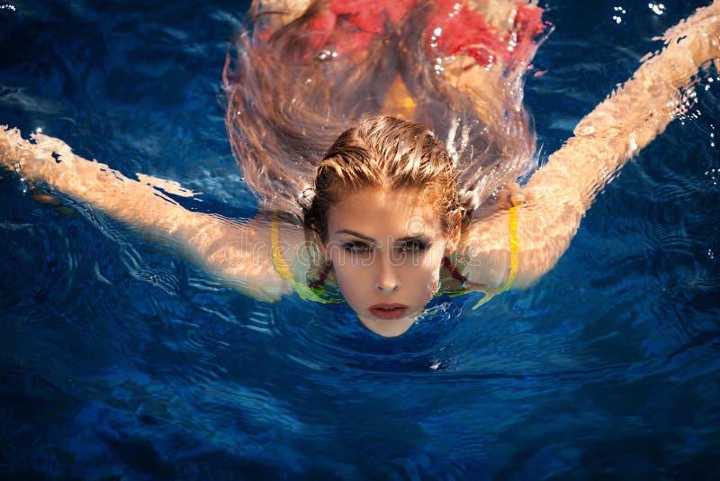Uppfriskning i vattnet royaltyfria foton