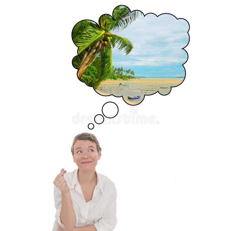 Uppfyllande av önskningar vid klick på fikon Unga kvinnor drömmer om tropisk semester Turistpratbubbla arkivfoton