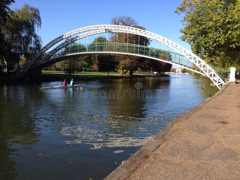 Upphängningbro, Bedford, Förenade kungariket royaltyfri fotografi