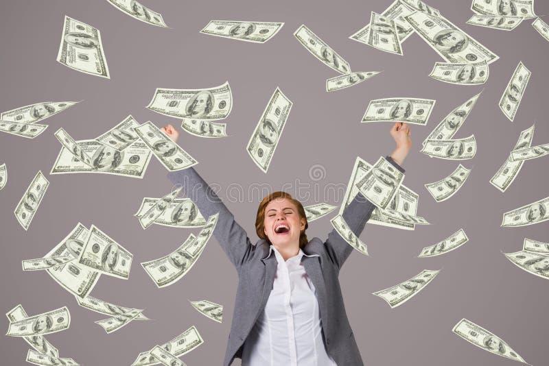Upphetsad affärskvinna med pengarregn mot purpurfärgad bakgrund royaltyfria bilder