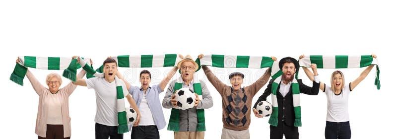 Upphetsade fotbollfans med halsdukar och fotbollar royaltyfria bilder