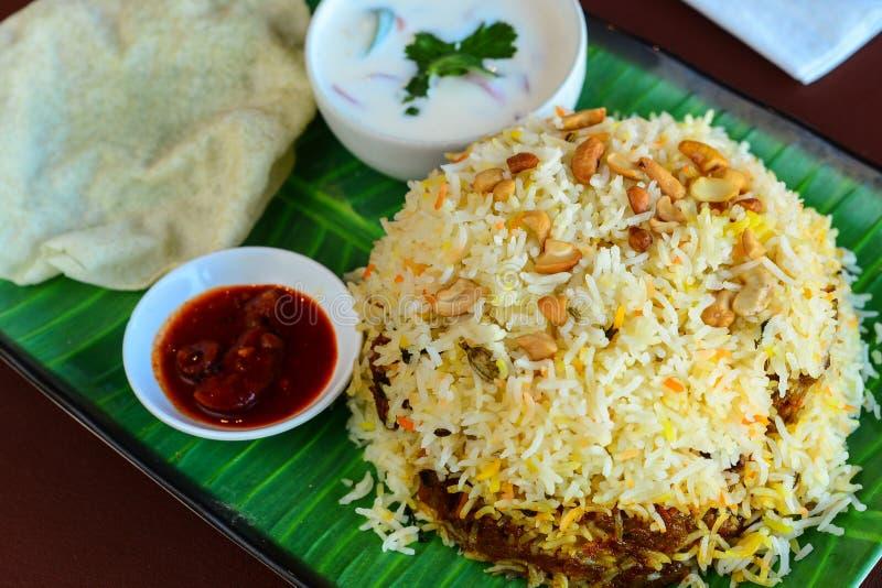 Uppläggningsfat för Kerala nötköttbiryani arkivbilder