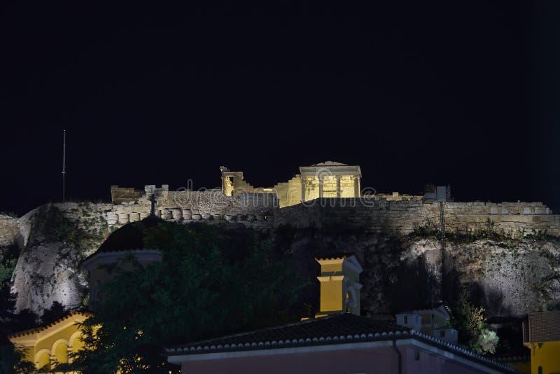 Upplyst Erechtheion tempel, Aten akropol, Grekland arkivbilder