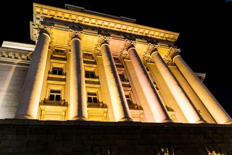 Upplyst råd av ministrar som bygger i Sofia, Bulgarien royaltyfria bilder