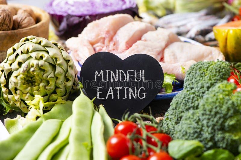 Uppmärksamt äta för grönsaker, för höna och för text royaltyfri bild
