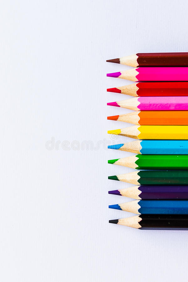 Upprätta kulöra blyertspennor royaltyfri bild