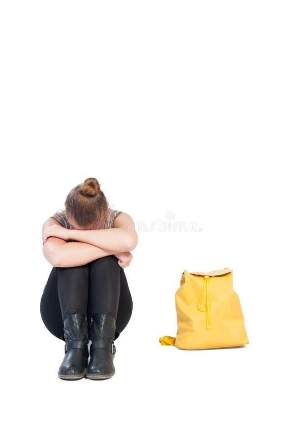 Uppriven flicka som ner rymmer hennes huvud fotografering för bildbyråer