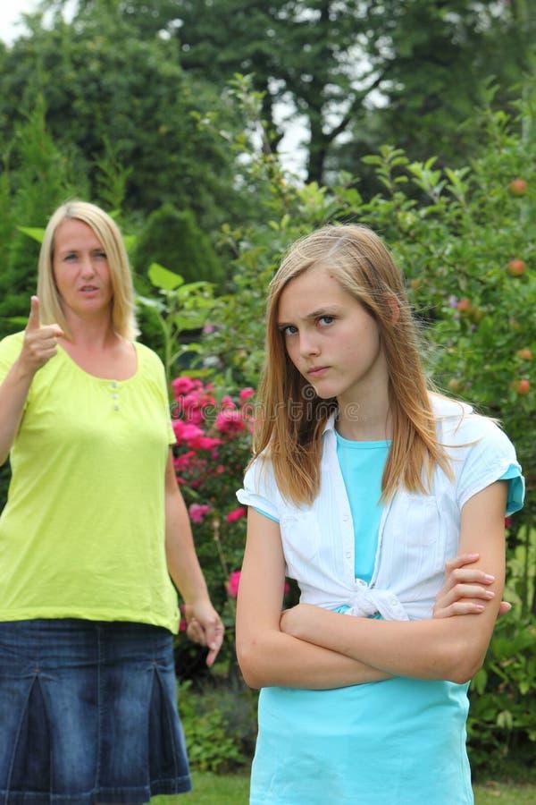 Upprorisk ilsken tonårs- flicka arkivbilder
