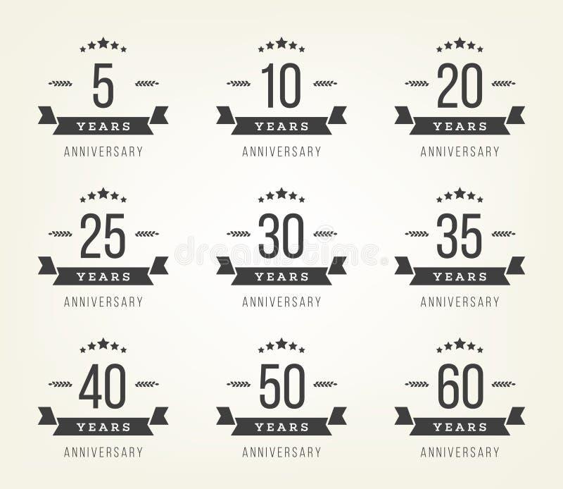Uppsättning av årsdagtecken, symboler Fem tio, tjugo, trettio, fyrtio, femtio år samling för jubileumdesignbeståndsdelar stock illustrationer