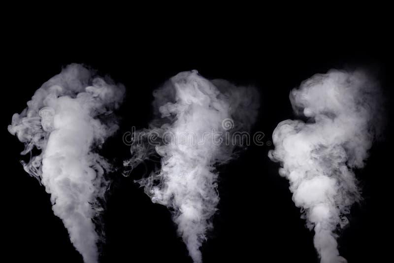 Uppsättning av abstrakt vit rök mot mörk bakgrund arkivbild