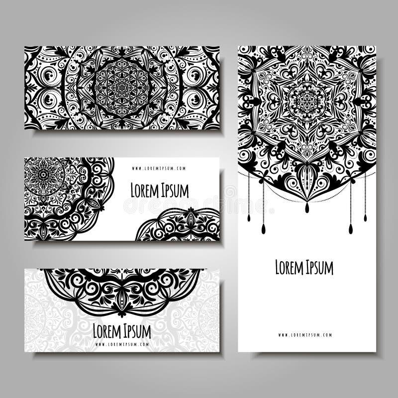Uppsättning av affärskort med den etniska prydnaden Bröllopinvitatin eller visitkort, baner, reklamblad med den blom- mandalaen royaltyfri illustrationer