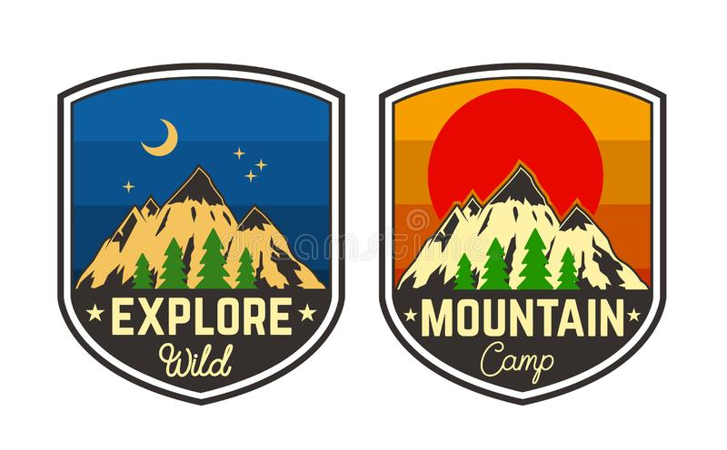 Uppsättning av campa emblem för berg Planlägg beståndsdelen för logoen, etiketten, tecknet, affischen, t-skjorta stock illustrationer