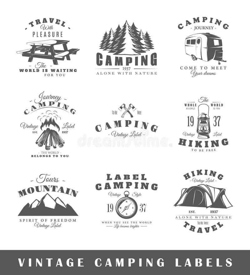 Uppsättning av campa etiketter för tappning royaltyfri illustrationer