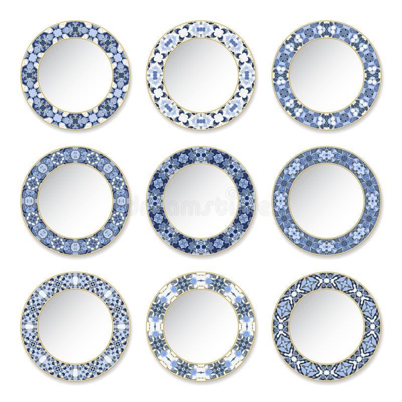 Uppsättning av dekorativa plattor med en cirkulärblåttmodell och en guld- kontur royaltyfri illustrationer