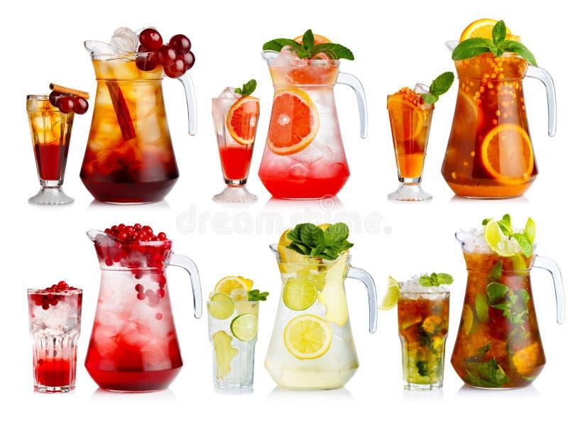 Uppsättning av den nonalcoholic coctailen i tillbringare och exponeringsglas med frukter och arkivfoto