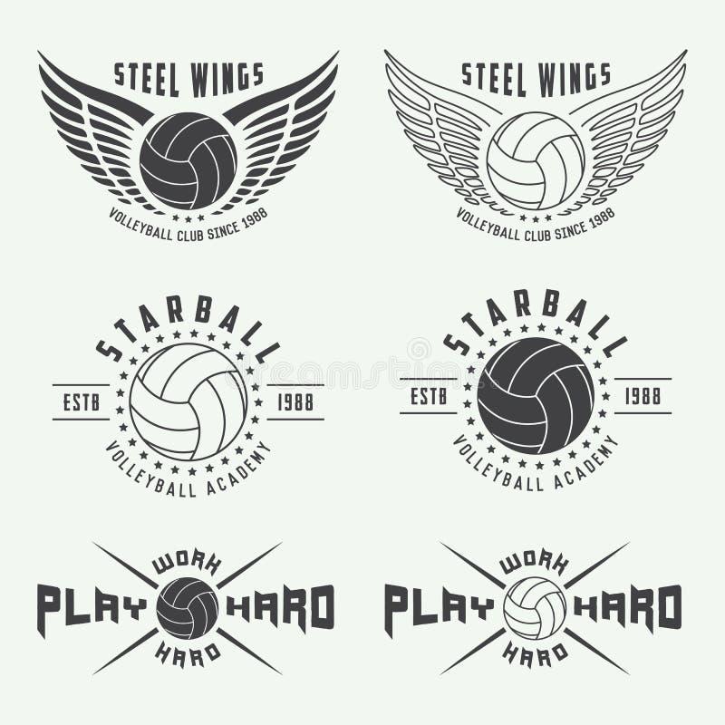 Uppsättning av den tappningvolleybolletiketter, emblem och logoen royaltyfri illustrationer