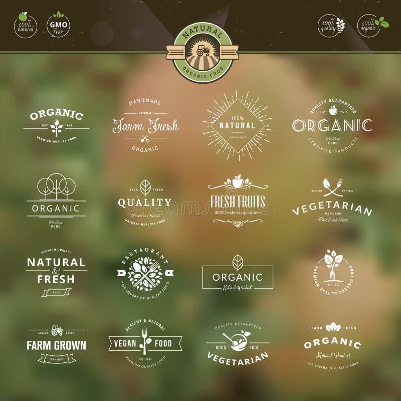 Uppsättning av emblem och etiketter för organisk mat och drin vektor illustrationer