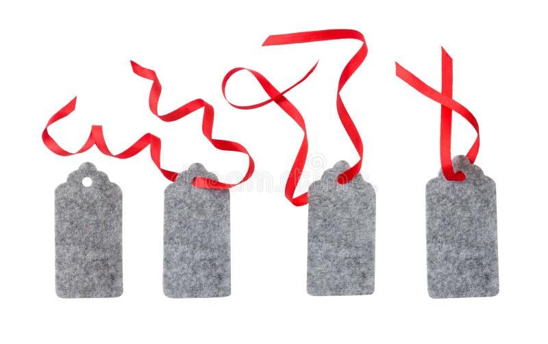 Uppsättning av färggåvaetiketter som isoleras på vit bakgrund Julgåvaetikett som binds med det röda bandet arkivbild