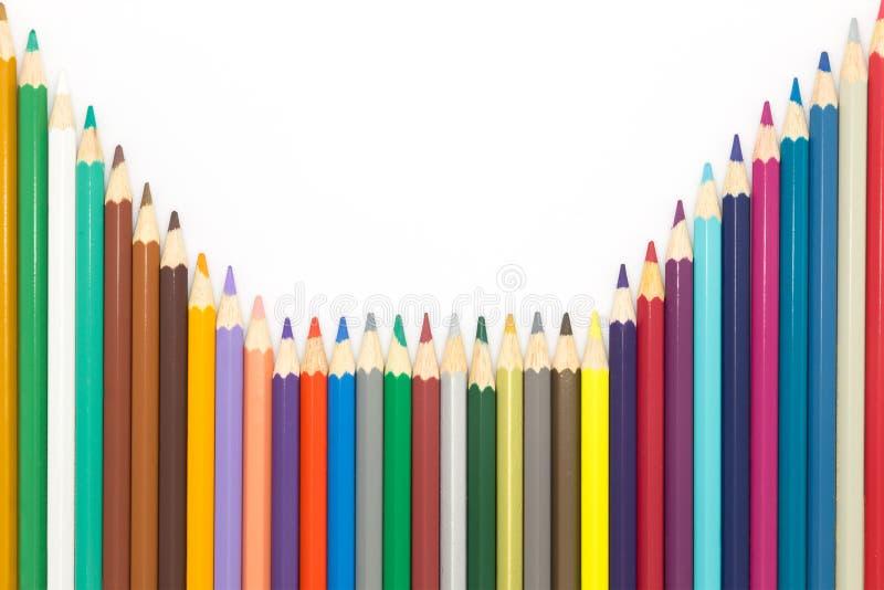 Uppsättning av färgträblyertspennan på vit bakgrund arkivfoto
