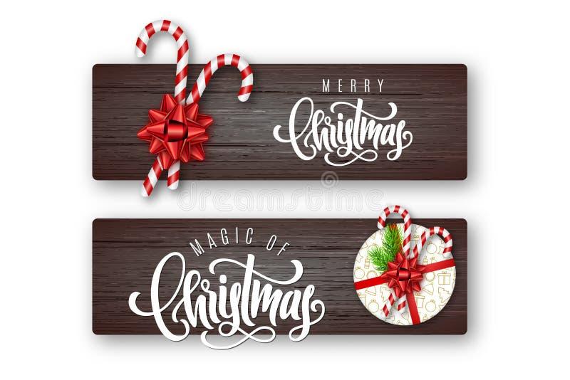 Uppsättning av feriehälsningkortet med bokstäver, granfilialer, godisrottingar, den röda pilbågen och julgåvaasken på träbakgrund royaltyfri illustrationer