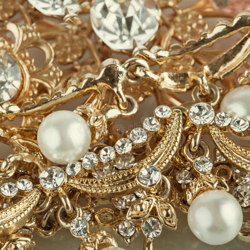 Uppsättning av guld- smyckenbakgrund arkivfoton