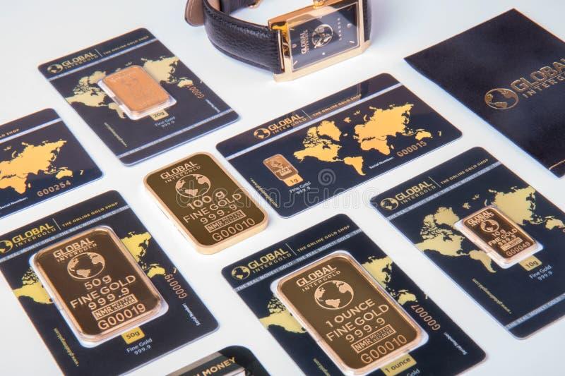 Uppsättning av guld- stänger för olik vikt royaltyfri foto