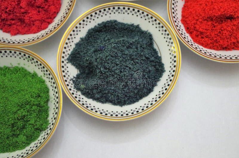 Uppsättning av Honduras kryddor på den vita bordsskivasikten - horisontalbild royaltyfria foton