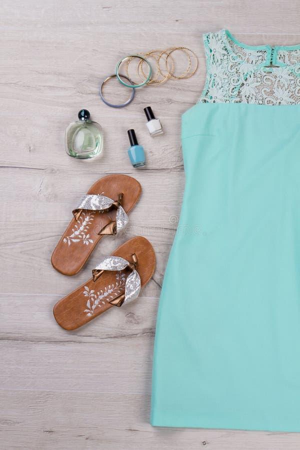 Uppsättning av kläder för sommarferier royaltyfri foto
