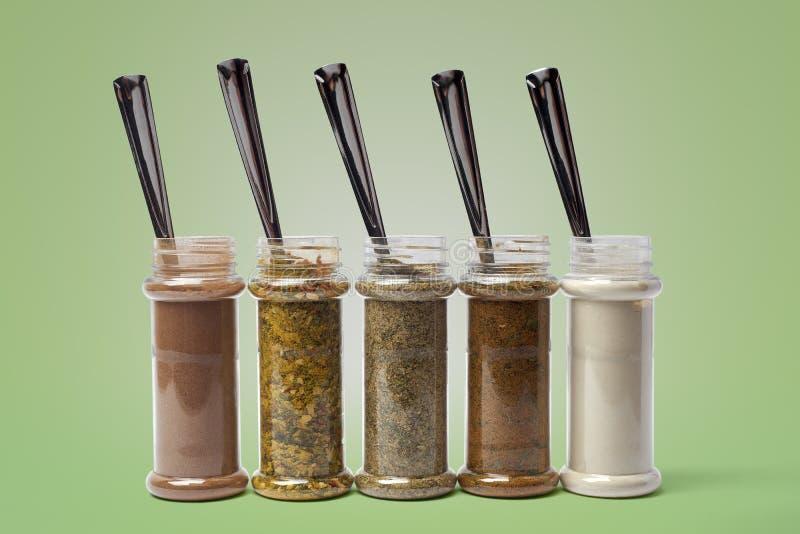 Uppsättning av kryddor i krus fotografering för bildbyråer