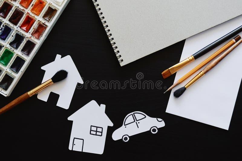 Uppsättning av målaretillbehör Kreativitet eller tillbaka till skolabegreppet Åtlöje upp royaltyfri foto