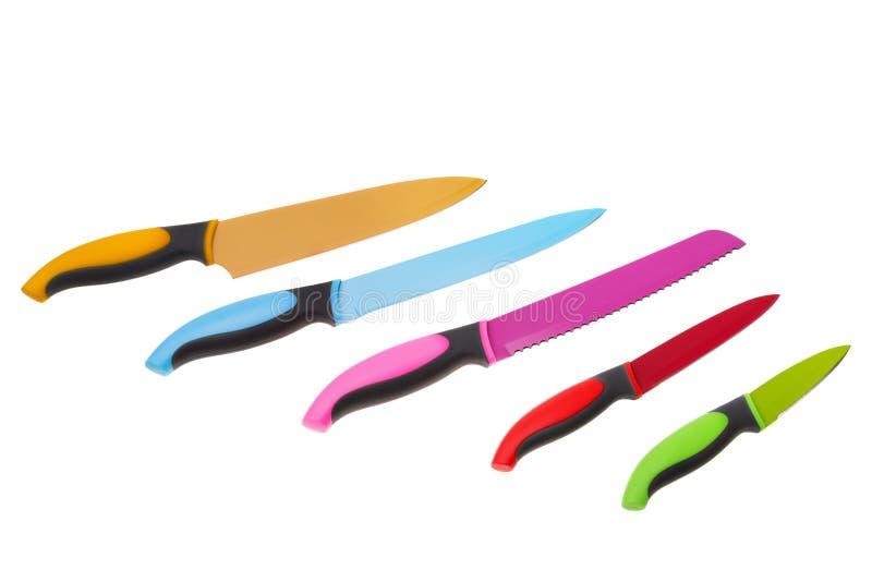Uppsättning av mångfärgad gyckel för kökknivar På en vit bakgrund arkivbild