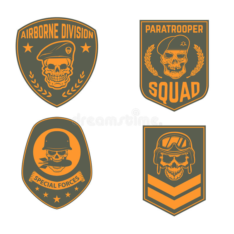 Uppsättning av militära emblemmallar Skalle i fallskärmsjägarebasker S stock illustrationer
