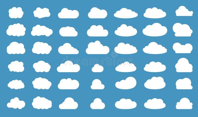 Uppsättning av moln i blå himmel Molnsymbolsform Samling av olika moln, etikett, symbol Grafisk vektordesignbeståndsdel för logo royaltyfri illustrationer