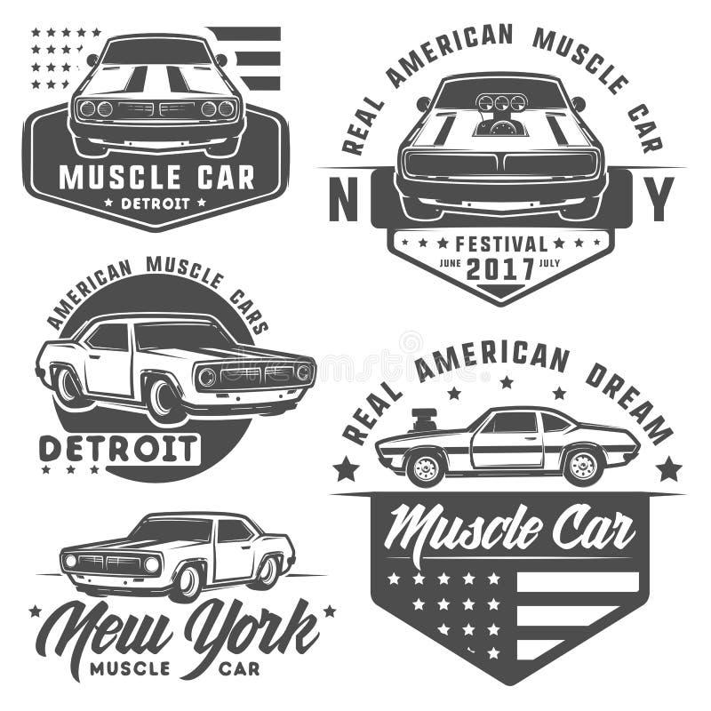 Uppsättning av muskelbilen för logo och emblem Retro och tappningstil Tävlings- bil för friktion arkivfoton
