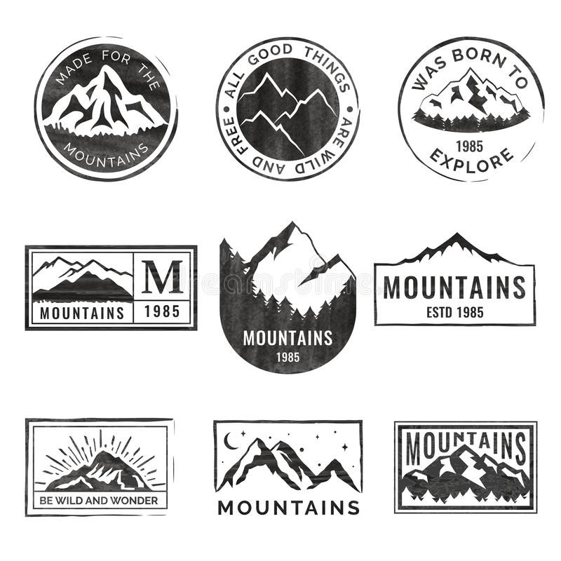 Uppsättning av nio bergloppemblem med grungetextur Campa utomhus- affärsföretagemblem, emblem och logolappar vektor illustrationer